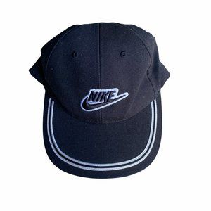 Nike black and white hat embroidered logo